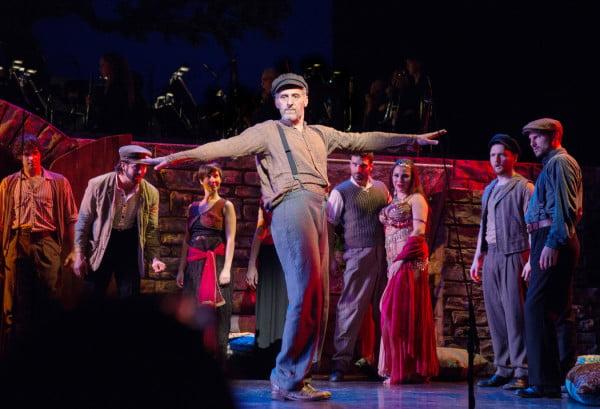 """John Turturro fue """"Zorba"""" en una producción de los """"Encores"""" del City Center en 2015"""