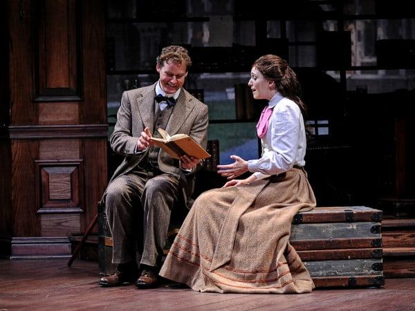 Ephie Aardema y Kevin Earley en la producción estrenada en el Pacific Conservatory of the Perfoming Arts de California
