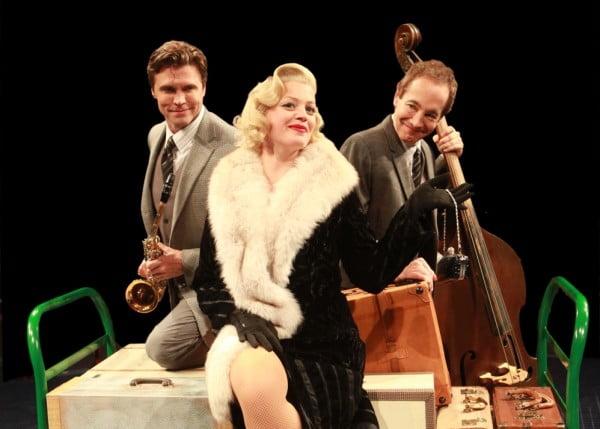 Brent Barrett, Elizabeth Stanley y Joe en una producción de 2013
