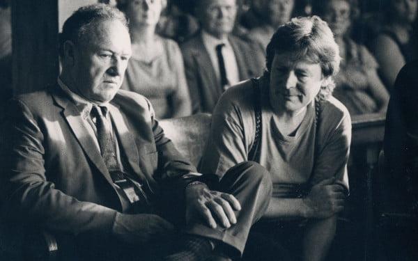 "Alan Parker con Gene Hackman preparando ""Arde Mississippi"""