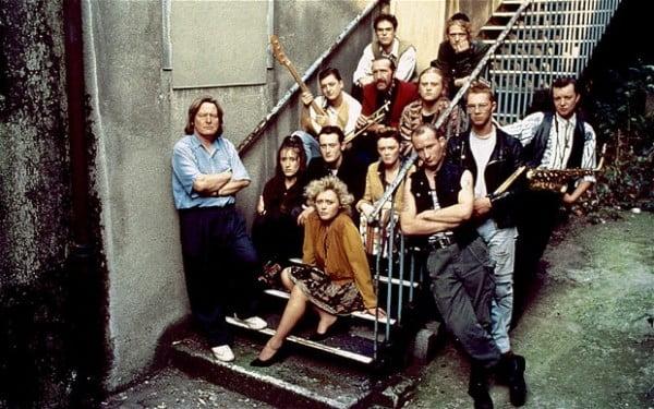 """Alan Parker con los actores de """"The commitments"""""""